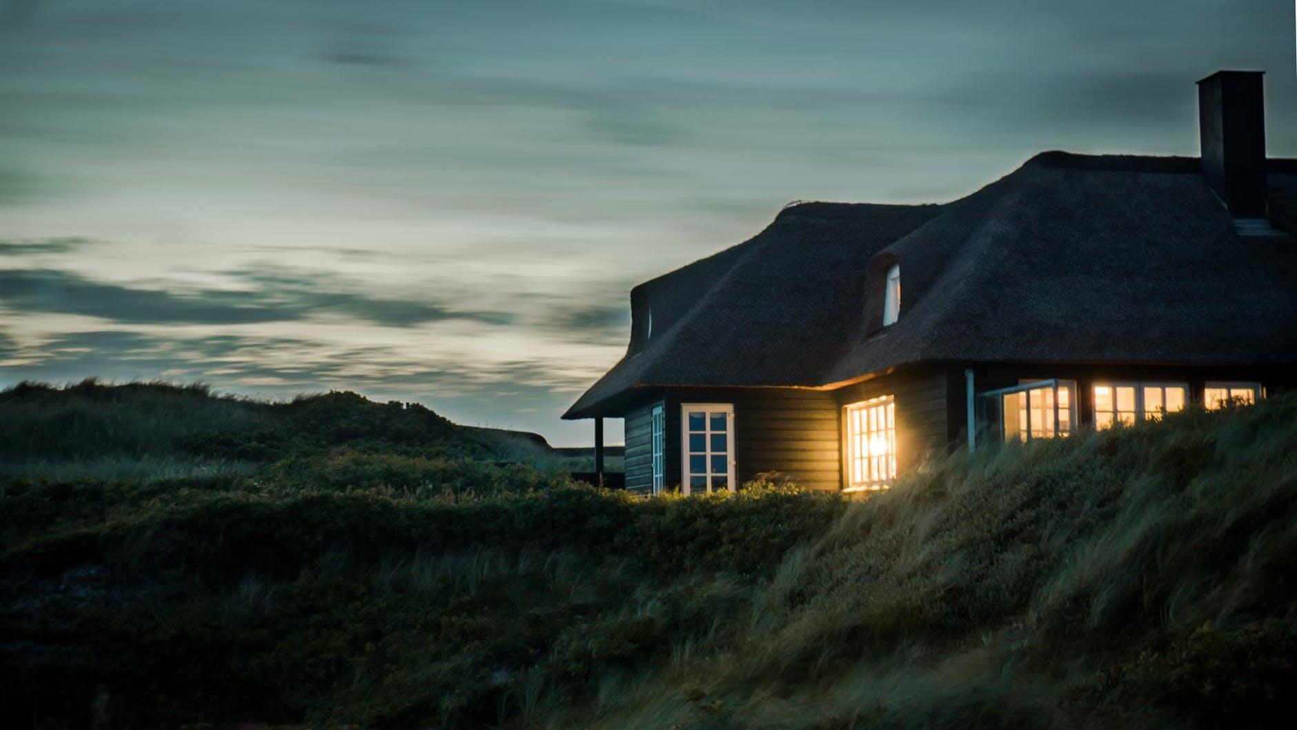 Vzimě udržují náš dům vteple, vlétě brání jeho přehřívání