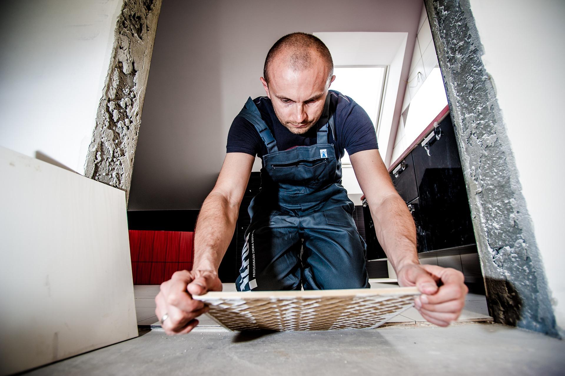 Řemeslníci pracují v ucelených partách