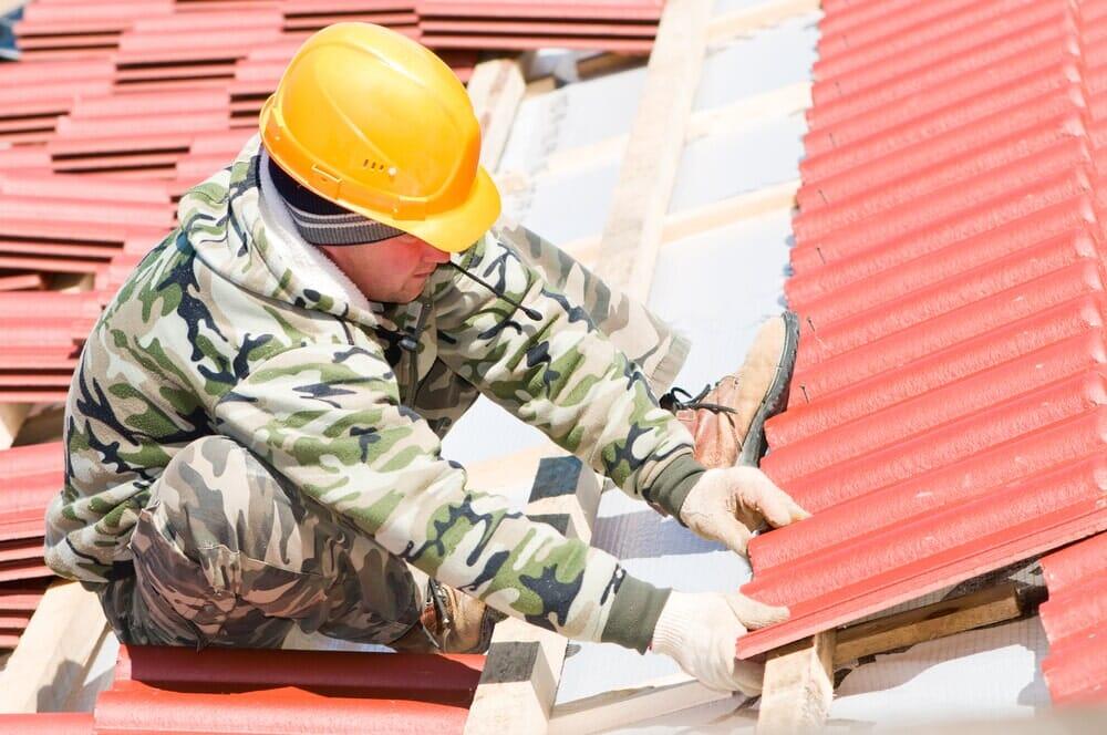 Střecha je dílem tří profesí