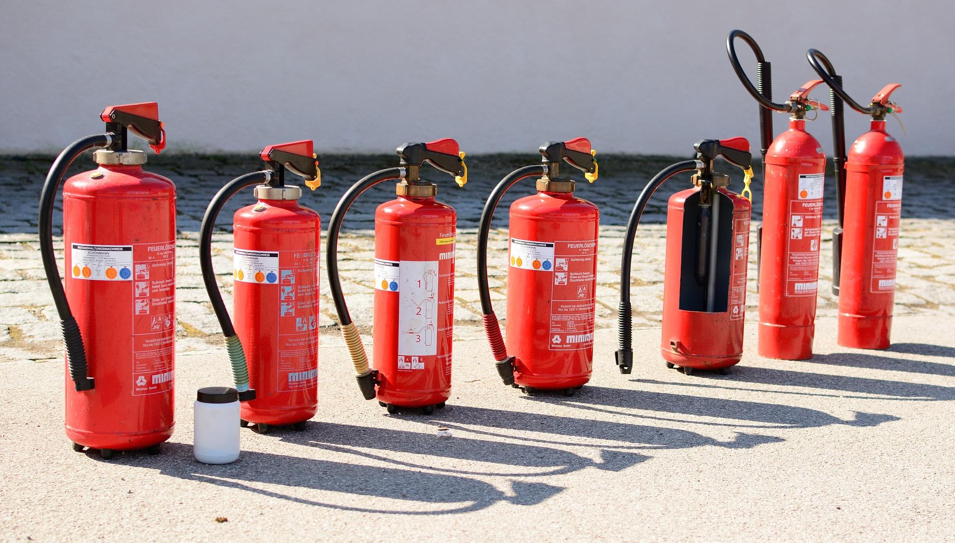Bez naší pomoci hasicí přístroj požár neuhasí