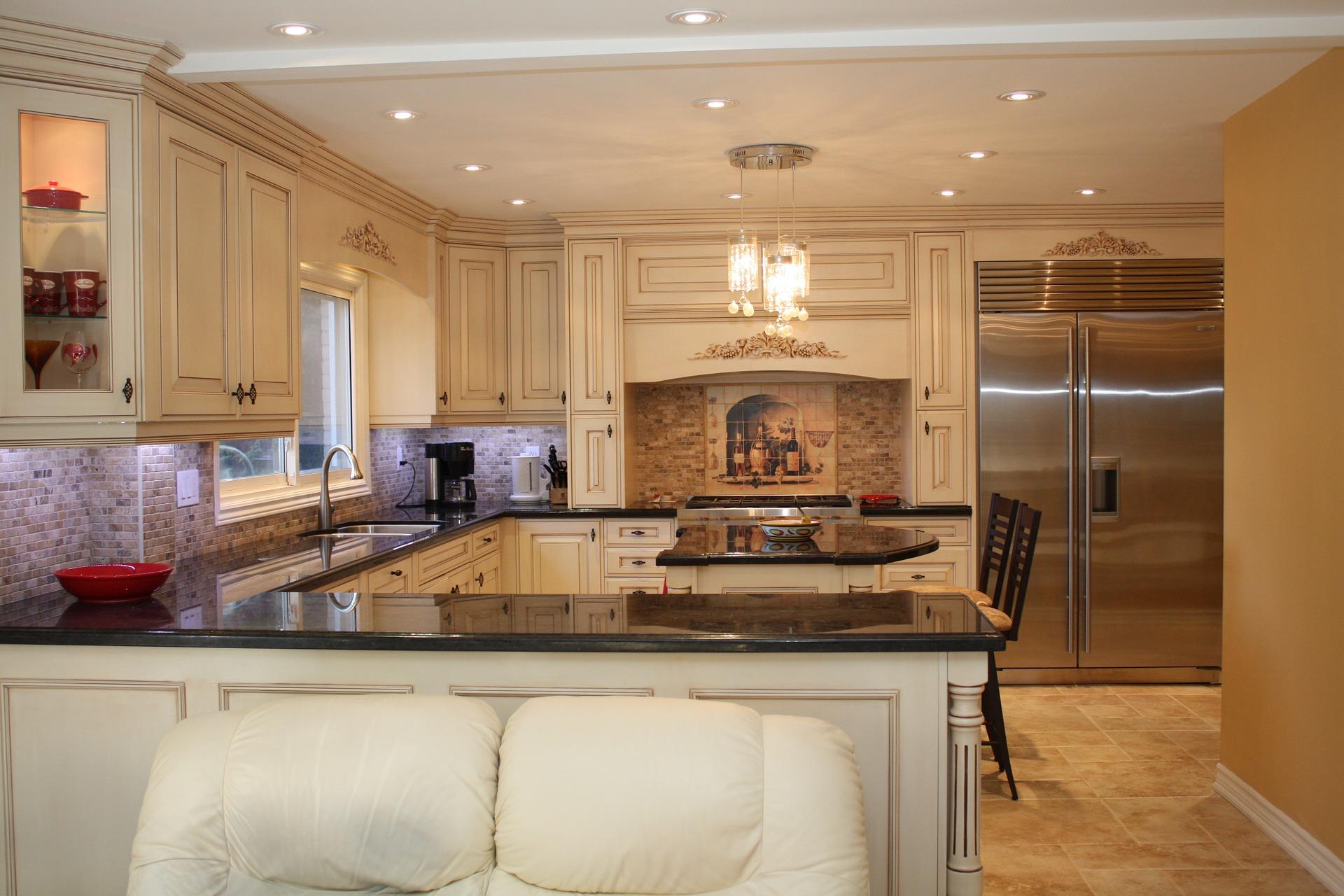 Kámen v kuchyni, koupelně a na schodech