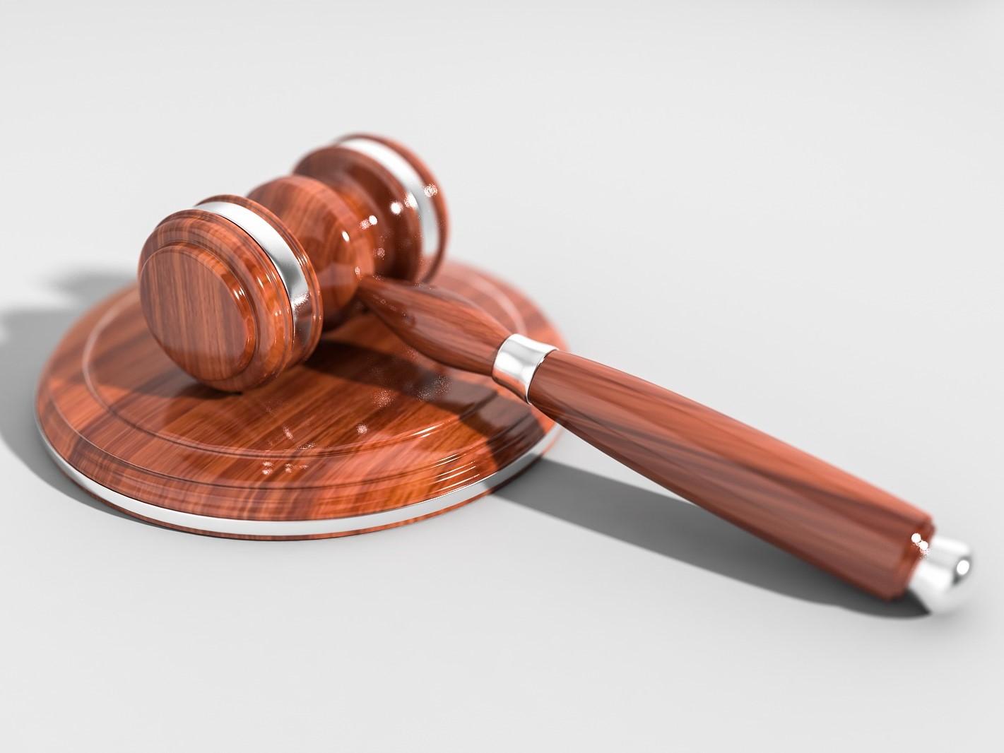 Jak a kde hledat správného advokáta?