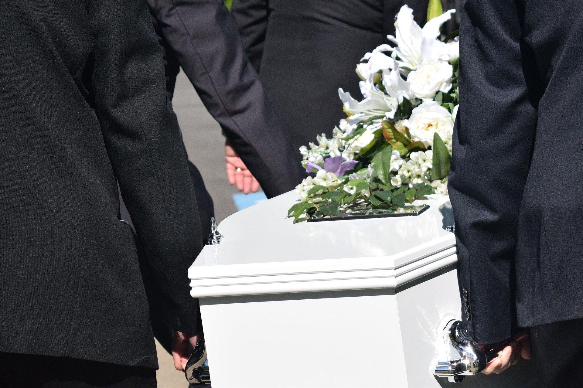 Co vše potřebujeme vědět, než začneme zařizovat pohřeb?