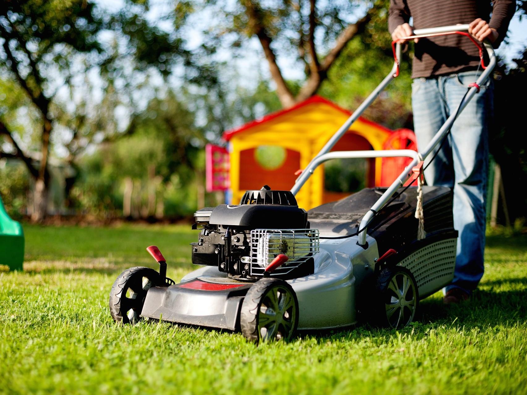 Kvalitní zahradní sekačka vám ušetří spoustu práce
