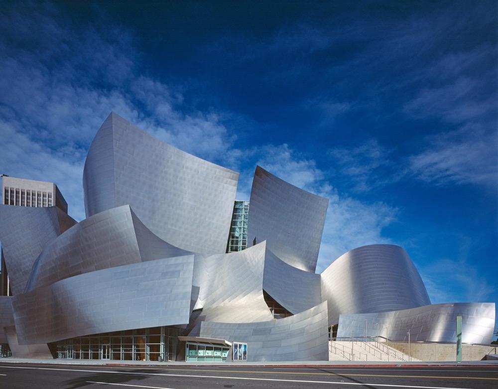 Kovové fasády už nedominují jen průmyslovým objektům