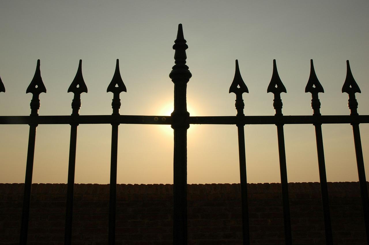 Kouzlo kovových bran a plotů