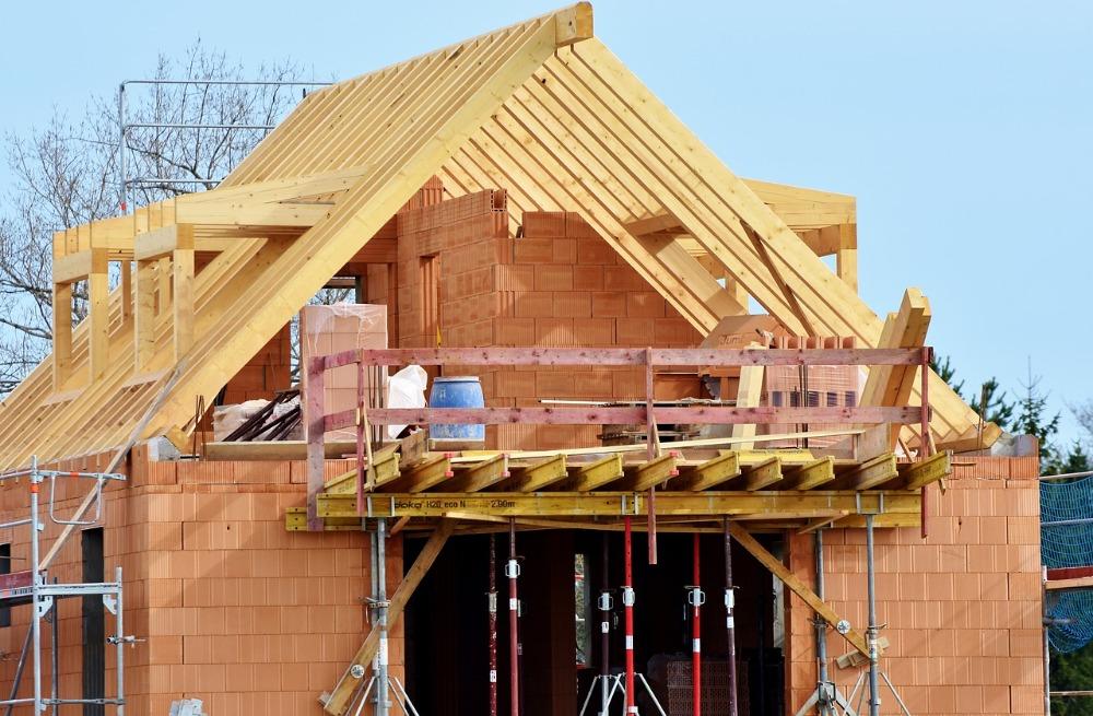 Nechat si postavit dům na klíč, nebo se raději pustit do stavby svépomoci?