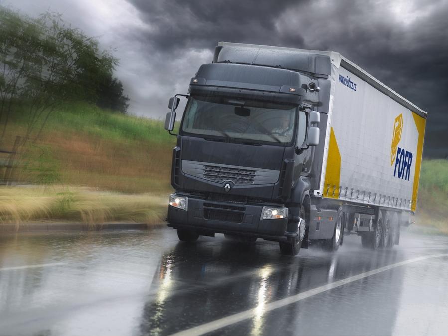 Co je nadrozměrná zásilka, ADR a kolik uveze paletová přeprava?