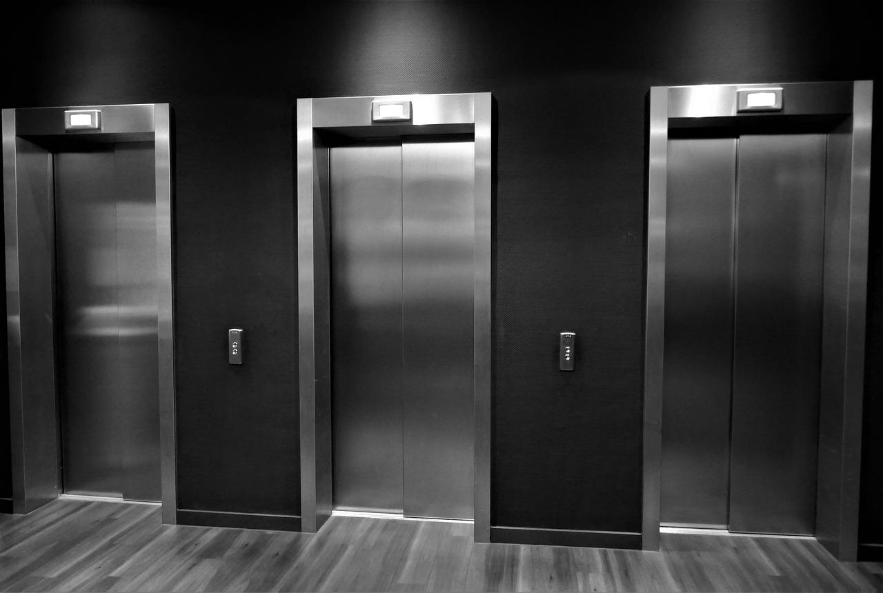 Jak se správně starat o výtah vbytovém domě?