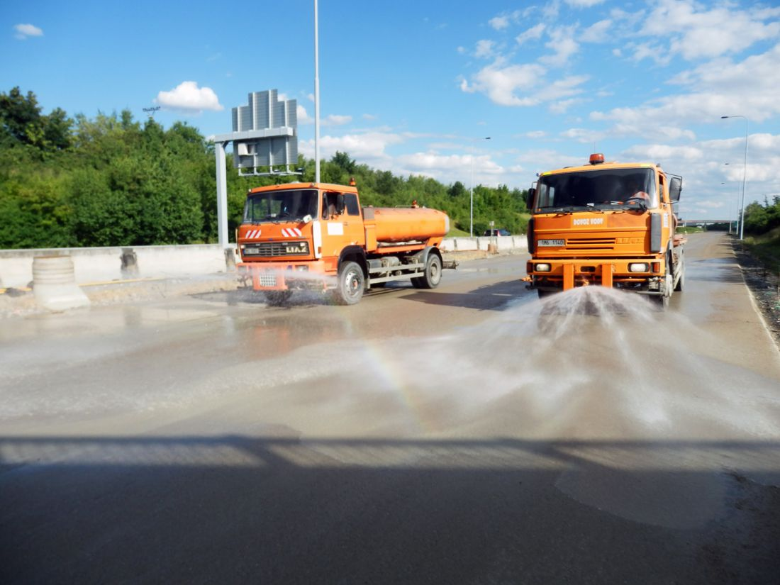 Nabízíme práce skropícími vozy a dovoz vody i soukromým osobám