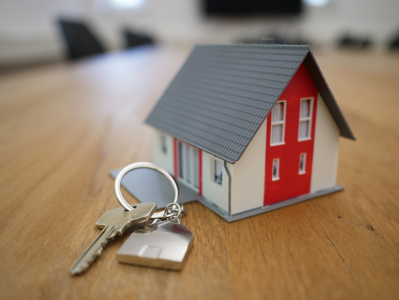 Rodinný dům na klíč nebo stavba svépomoci? Co to obnáší a jaké jsou pro a proti?