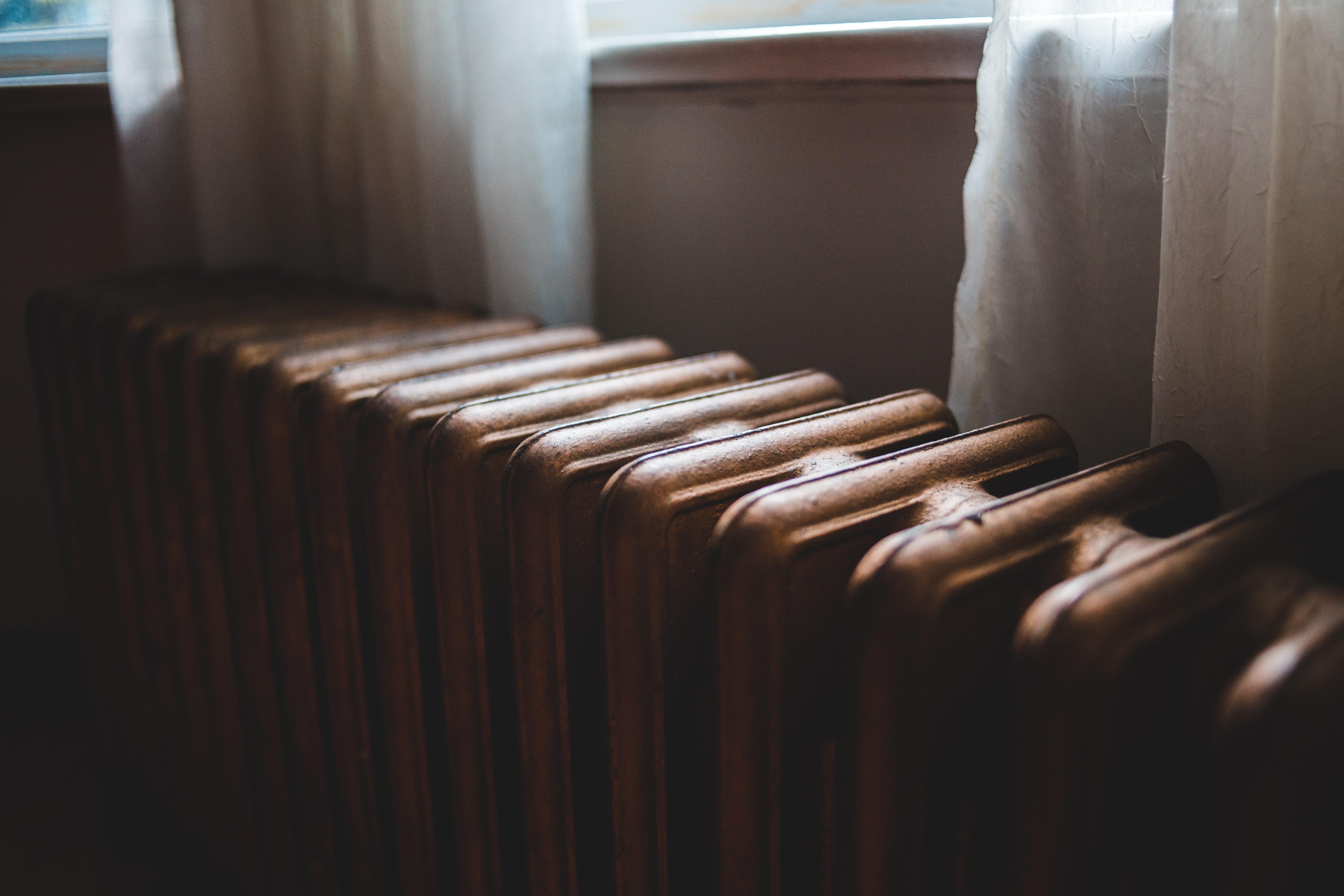 Chcete vzimě ušetři? A jak staré máte radiátory?