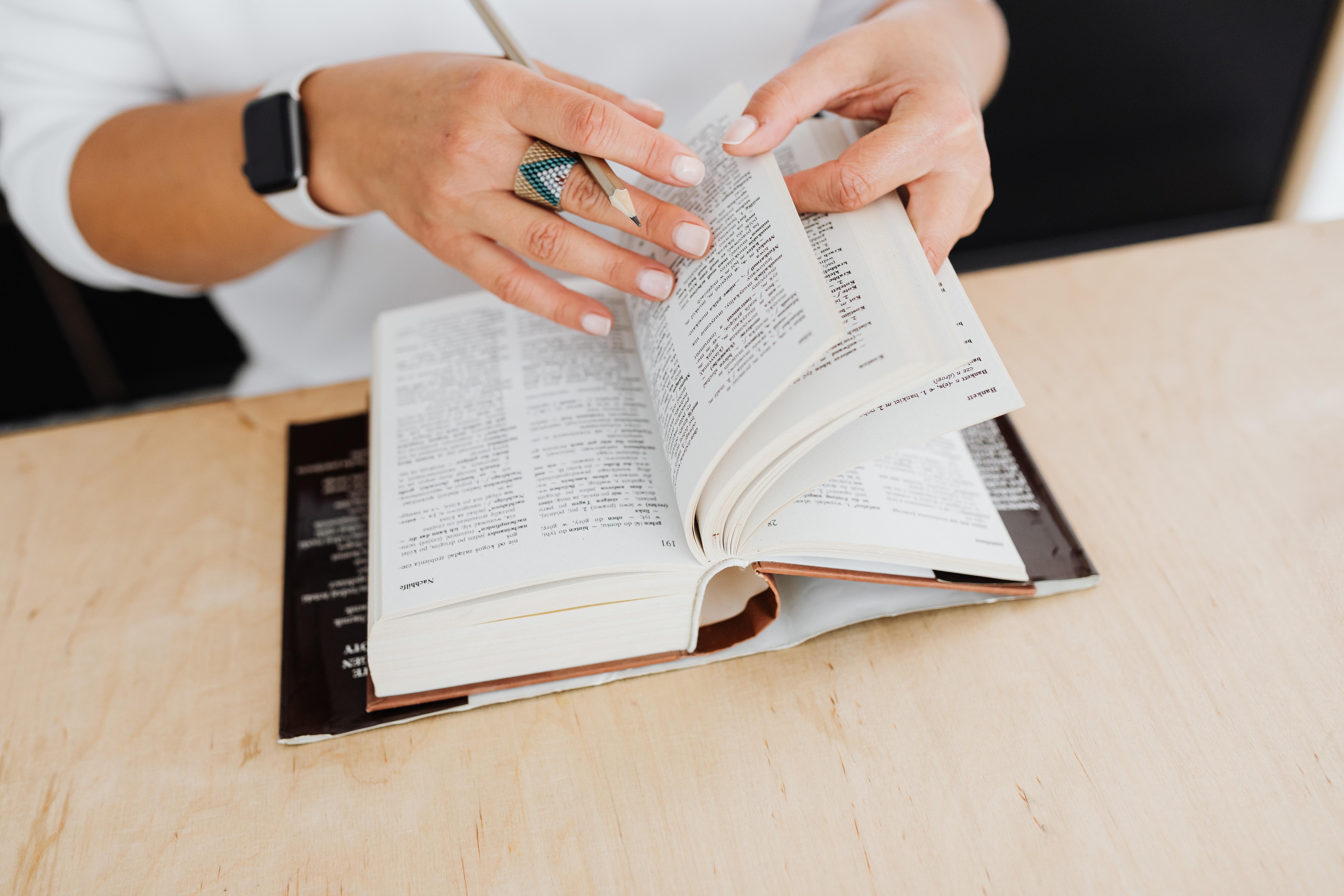 Překladatelka smnoha zkušenostmi je lepší než agentura