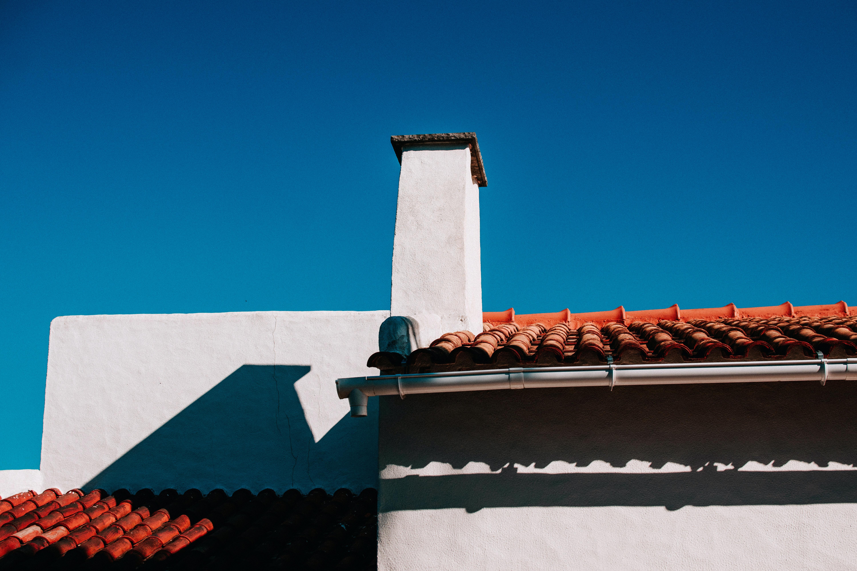 Nepodceňujte pravidelnou kontrolu střechy, předejdete tak nákladným opravám